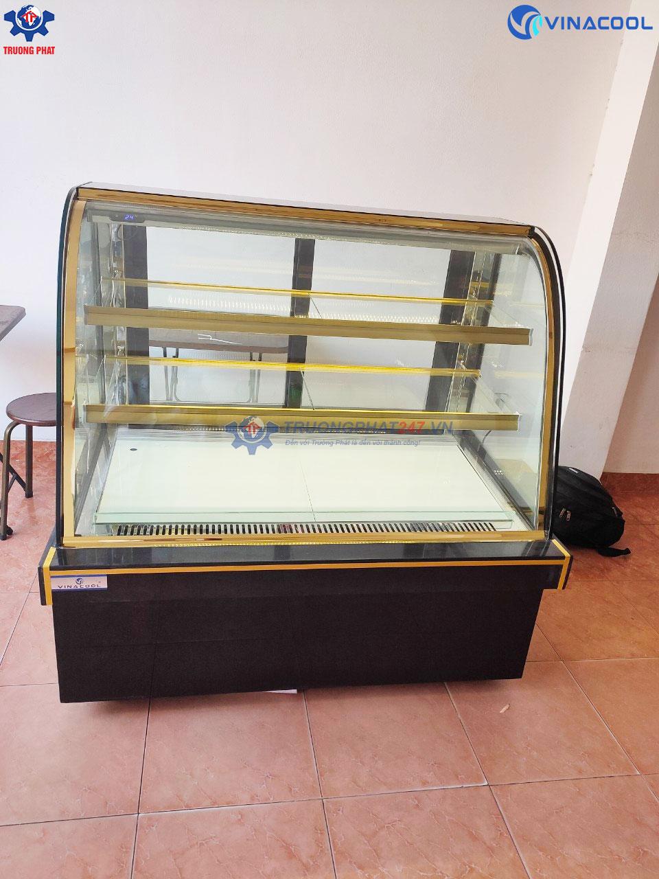 tủ bánh ngọt kính cong 3 tầng 1m2