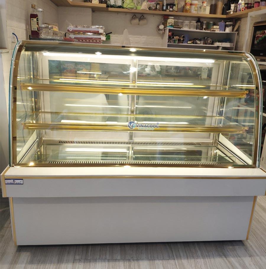 tủ để bánh sinh nhật dài 1m5 cong trắng