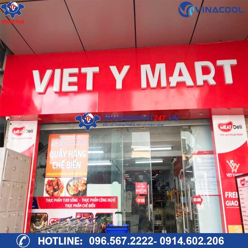Tủ đông trưng bày thịt tại siêu thị Việt Ý Mart