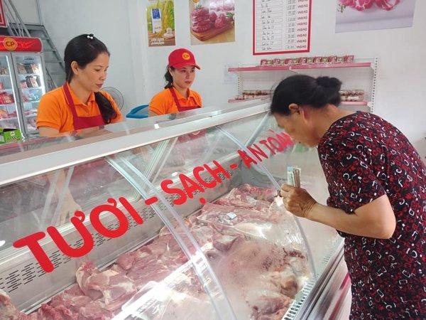 tủ bán thịt lợn tươi