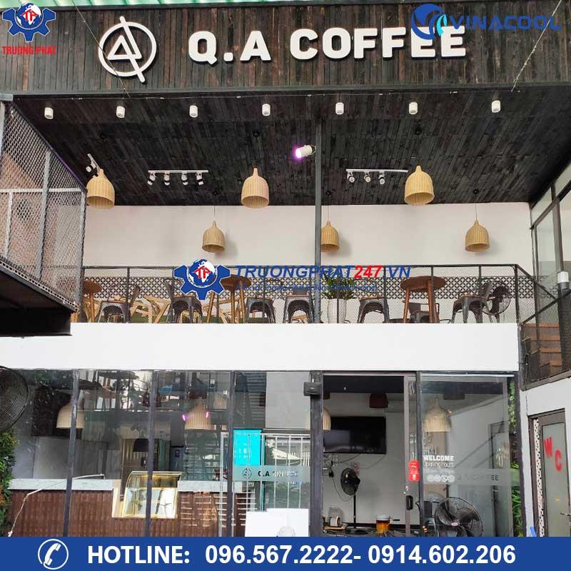 Tủ bánh ngọt 90cm 3 tầng trắng cho Q.A COFFEE