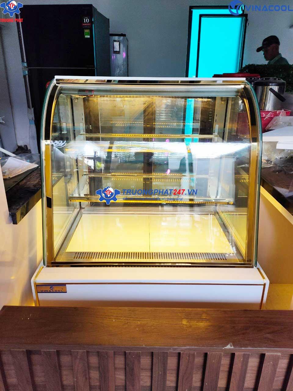 tủ bánh 90cm kính cong trắng đèn vàng