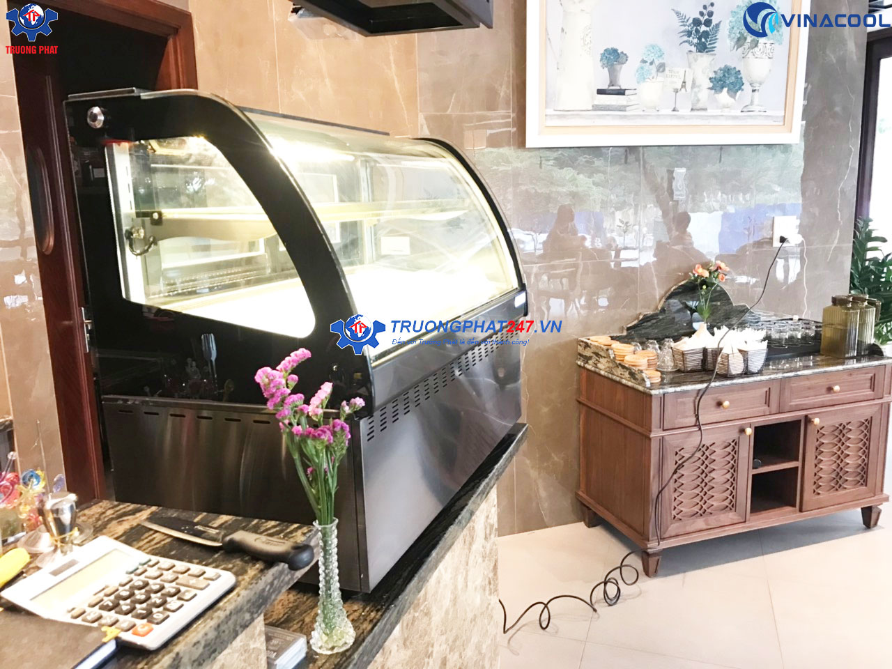 tủ bánh để bàn kính cong